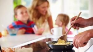 https://bebeclub.co.id/artikel/detail/gaya-hidup/rumah-tangga/menu-sarapan-praktis-untuk-anak